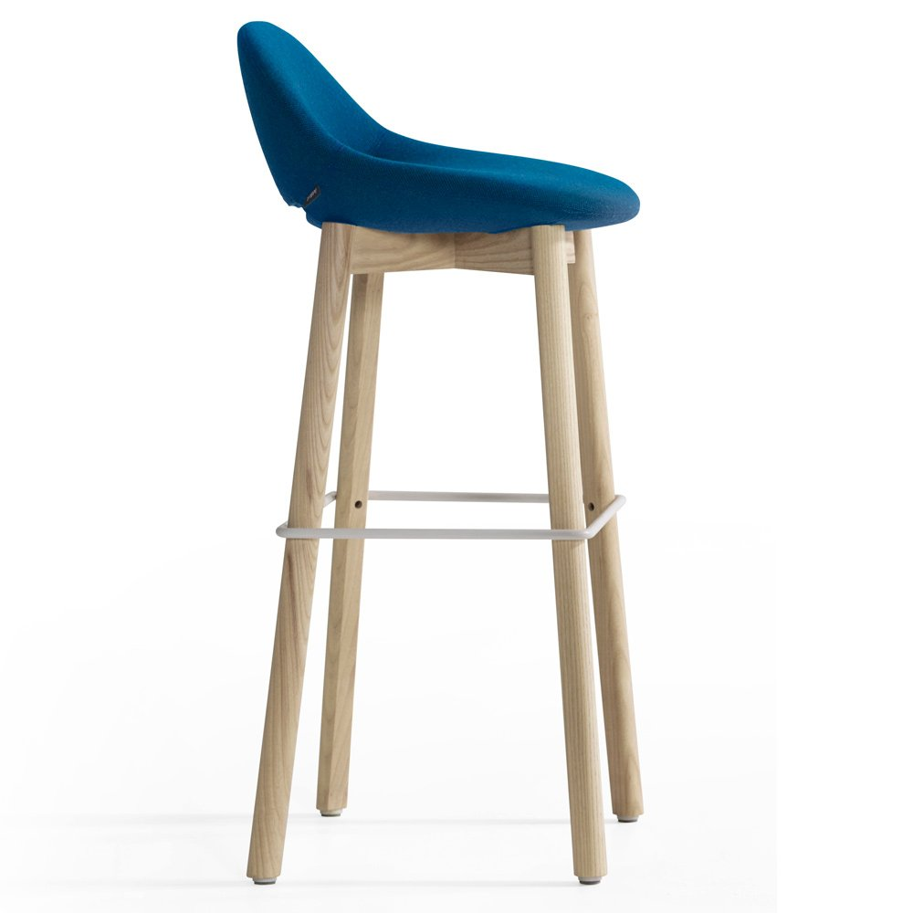 Beso Bar Stool Wood Legs By Artifort