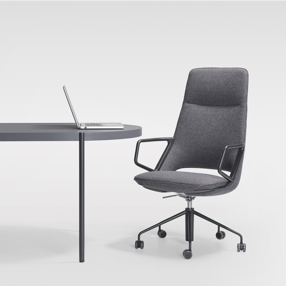 Artifort_Zuma_High Back Desk Chair With Palladio Table